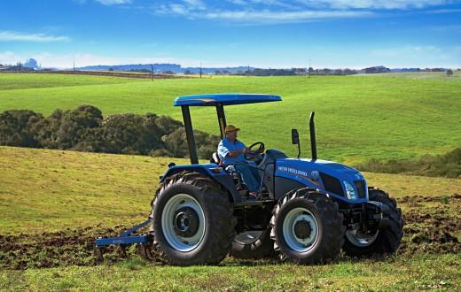 Trator TL 75 em trabalho na fazenda