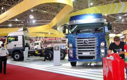 Caminhões exibidos durante a Fenabran