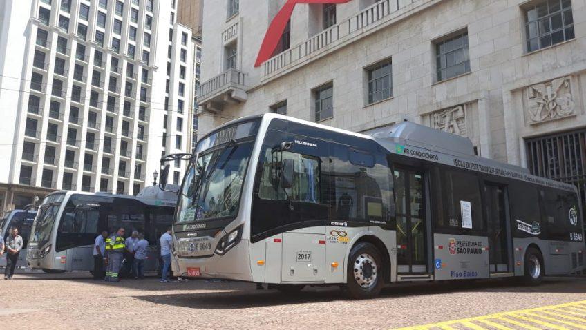 BYD entrega ônibus elétricos em SP